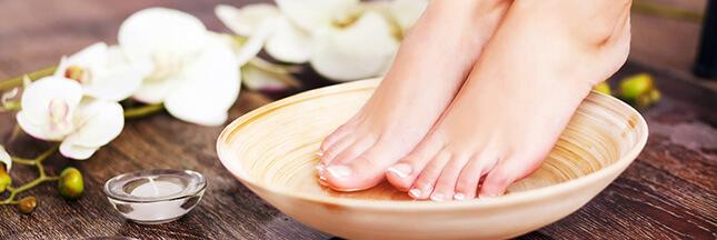 Pieds secs : 3 astuces naturelles pour retrouver des pieds doux