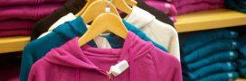 Des ouvriers en détresse laissent des mots sur les vêtements chez Zara, Mango et Next