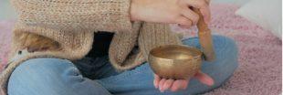 Sonothérapie: vibrez avec le massage sonore aux bols tibétains