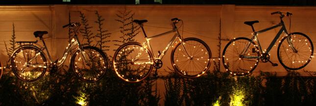 'Cyclistes, brillez !' Comment bien s'éclairer à vélo ?