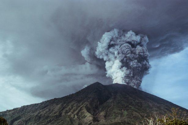 volcan Agung, éruption volcanique