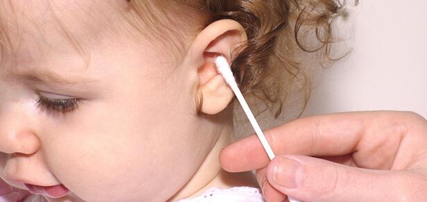 nettoyer oreille bébé