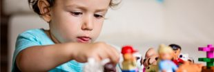 Donner ses vieux jouets en plastique à ses enfants, un cadeau empoisonné