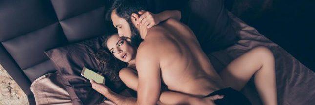 Les Français préfèrent se priver de sexe plutôt que de leur smartphone