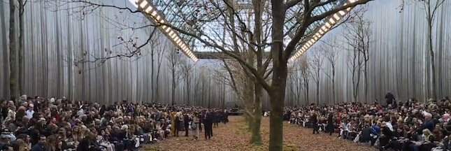 Fashion-week : Chanel défile au milieu d'arbres abattus