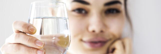 Un simple filtre en papier pour purifier l'eau contaminée