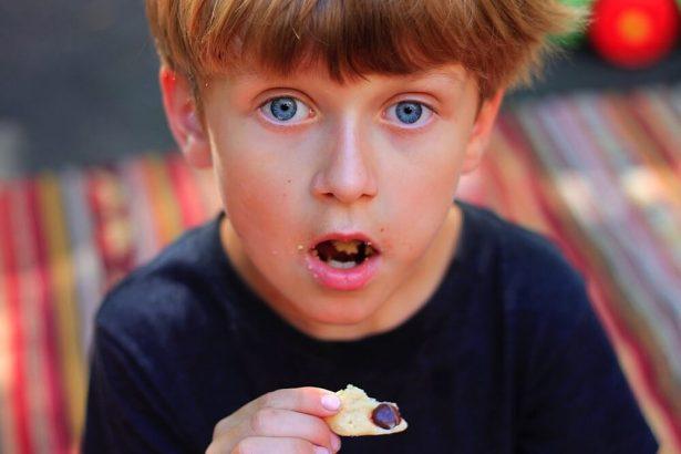 enfant biscuit
