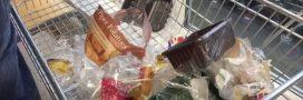 Plastic Attack: 'Les emballages en plastique? Pas pour moi!' disent ces britanniques à leur supermarché local