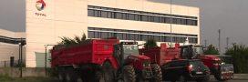 Agriculteurs, ONG et élus protestent contre l'importation d'huile de palme par Total
