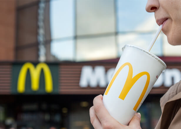 McDonald's va stopper la distribution de paille en plastique