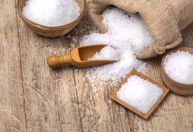 5 astuces beaut avec du gros sel qui vont vous bluffer. Black Bedroom Furniture Sets. Home Design Ideas