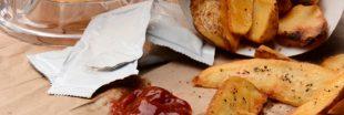 Pollution plastique : on bannit les échantillons et les sachets de sauce individuels