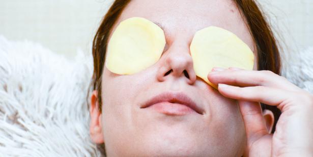 8 astuces naturelles pour soulager les yeux gonflés et les yeux ...