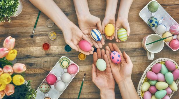 oeufs de Pâques en bois peints
