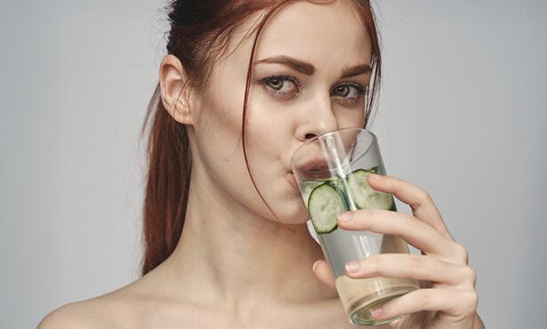 eau de gingembre et eau de concombre à la menthe et au citron