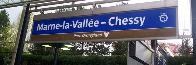 Carton rouge aux cendriers des gares SNCF de Marne-la-Vallée – Chessy