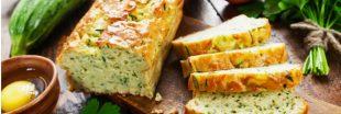 Le pain de courgettes au basilic, star des apéros et des pique-niques...
