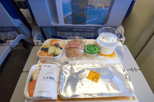 plateau repas déchets dans l'avion