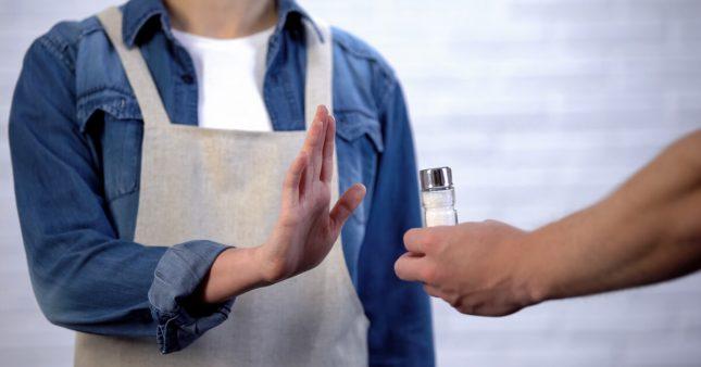 Comment réduire le sel dans un plat pour diminuer sa consommation