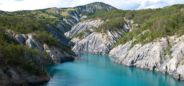 lac de serre-ponçon alpes du sud