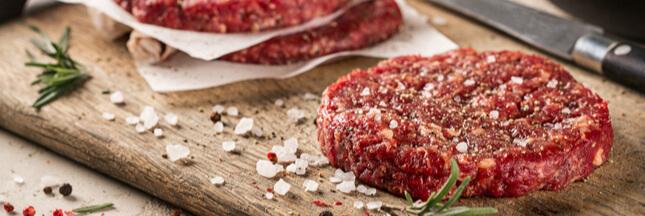 Steaks hachés industriels : quelles marques faut-il éviter ?