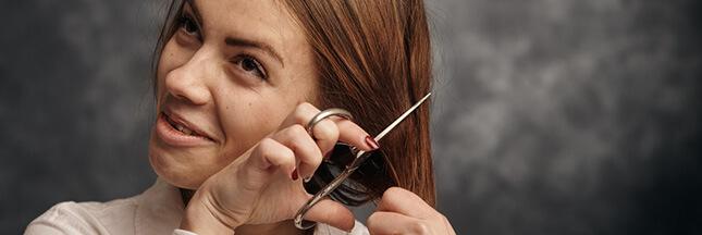 Confinement: les apprentis-coiffeurs sortent les peignes et les ciseaux!