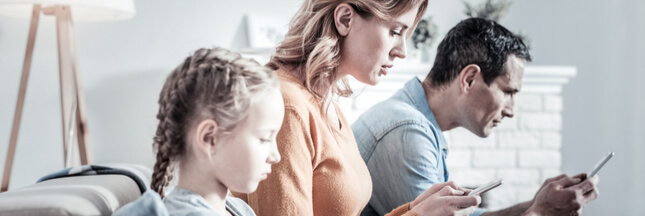 Addiction aux écrans: 4 conseils  pour apprendre à vivre sans