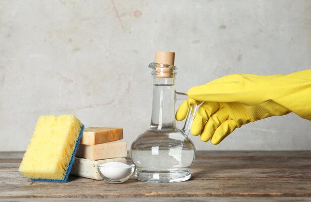 Contre les lingettes désinfectantes à la maison