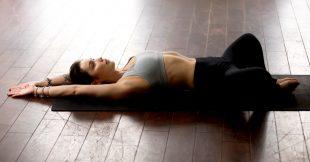 Les postures de yoga pour soulager les règles douloureuses
