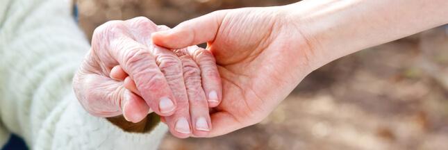 Aide à la personne: le 'congé proche aidant' indemnisé entre en vigueur