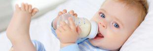 Microplastiques : les biberons en libèrent, les bébés en avalent des millions