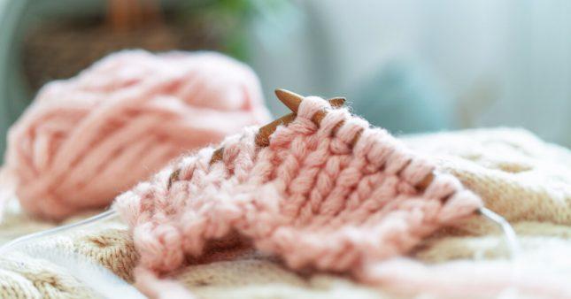 Apprendre à tricoter, c'est tendance!