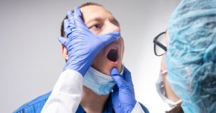 Covid-19 : un nouveau symptôme situé dans la bouche
