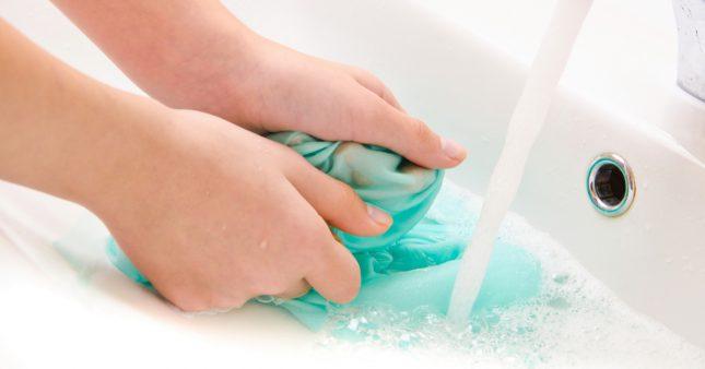Faire la lessive à la main, ça ne s'improvise pas!