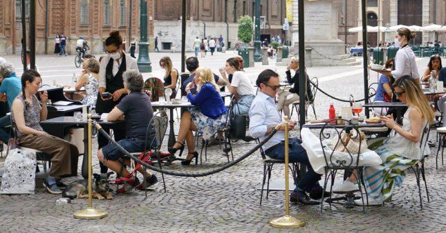 Déconfinement: lieux de culture, terrasses de café… à la mi-mai?