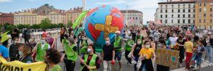 Climat : la mobilisation s'intensifie dans les rues françaises