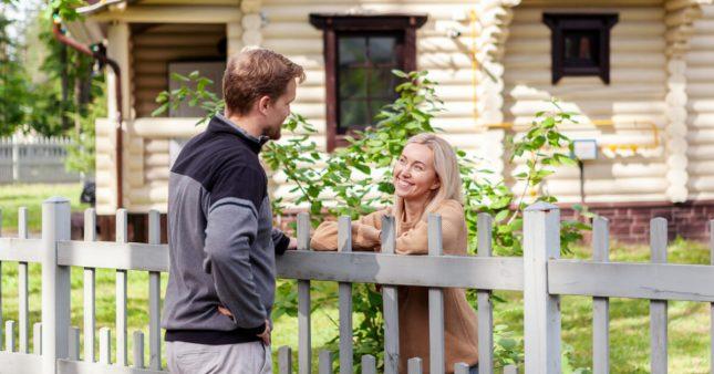 Les relations de voisinage, une pratique de riches?