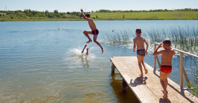 Idée reçue: se baigner juste après le repas, attention danger?